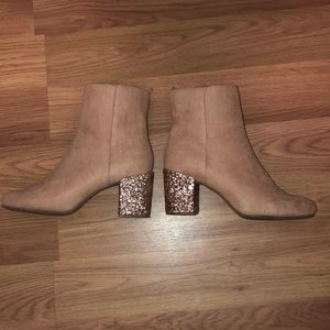 Baby pink ankle boots with glitter heel